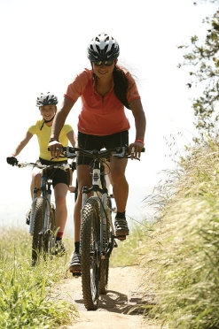 female-mountain-bikers